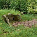 Reste einer Grabkammer im Archäologischen Park in Albersdorf.