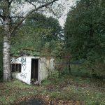 Auch ziemlich verloren: verfallene Hütte am Wegesrand.