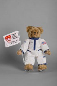 Weltraum-Bär. Neil Armstrong hatte Vorfahren aus Westfalen. Foto: LWL/Kainulainen