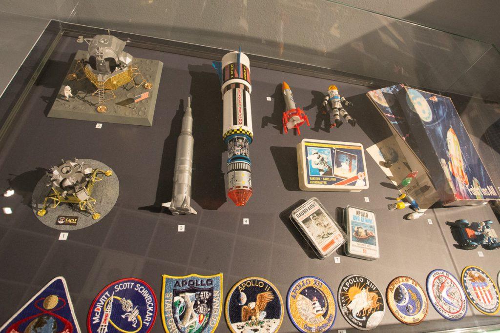 Spielzeug aller Art zum Thema Mond.
