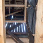 Auch im Turm sind noch ursprüngliche Balken verwendet worden. Aber auch neue Balken stabilisieren das Ganze.